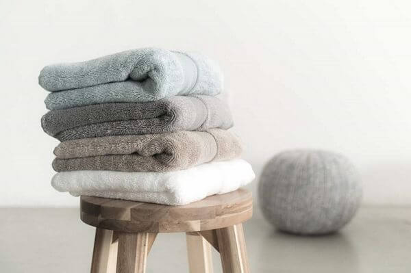 silver bath towels